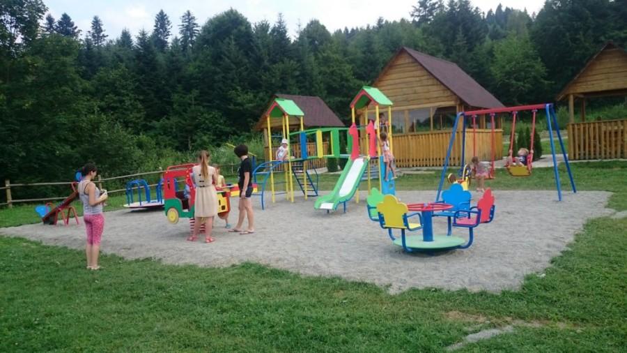 Открыта детская площадка